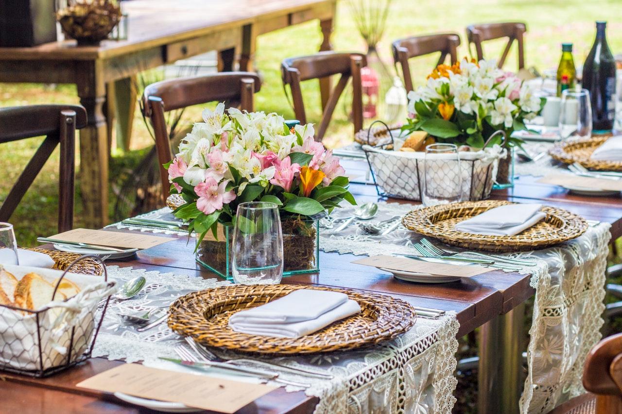 paastafel dekken, bloemen op tafel, inspiratie voor je paastafel, hoe dek ik mijn paastafel, pasen, paasdagen